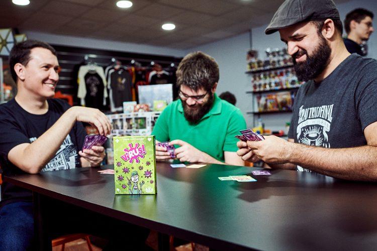 La diversión se contagia con Virus, juego de cartas