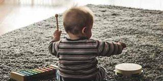 Bebés: a fabricar materiales para el juego