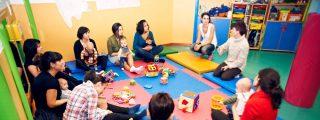 'Muévete con tu bebé': masajes y baile