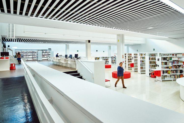 Biblioteca Gloria Fuertes: apertura completa