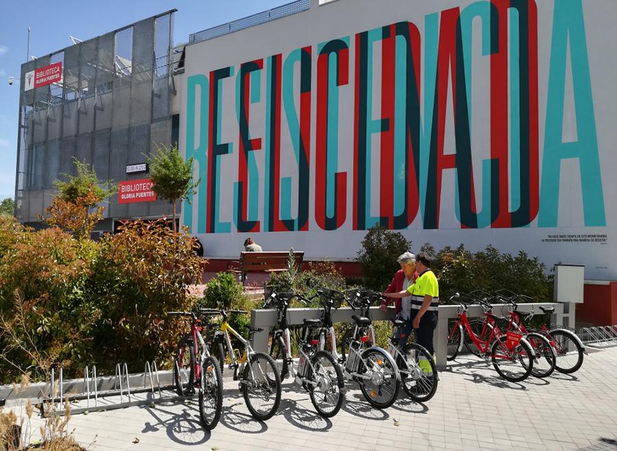 BicinRivas aparca en la biblioteca Gloria Fuertes