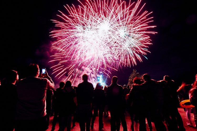 Orquestas y fuegos artificiales en las fiestas