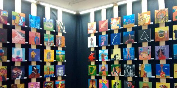 Exposición de cuadros de la escuela Iona