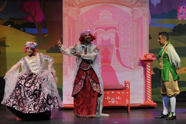 'El lago de los cisnes', colorida ópera infantil