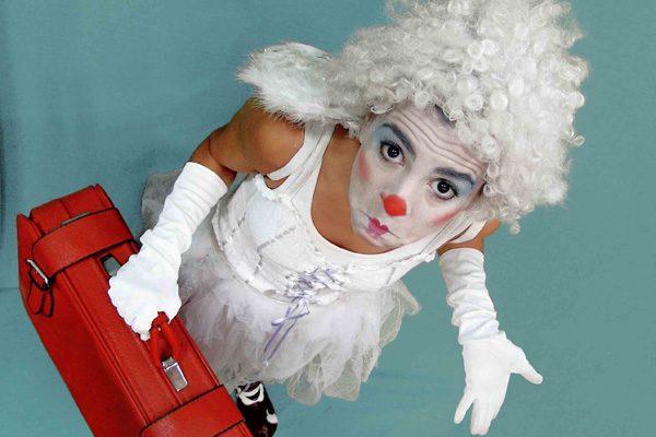 'Tentación divina', clown y telas aéreas en el circo