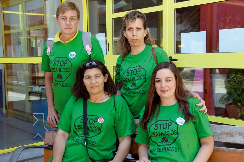 Mujeres que luchan por el derecho a techo