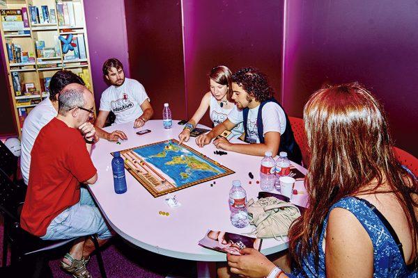 Noches lúdicas, juegos de rol y partidas de mesa