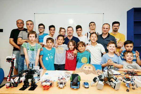 Creatividad: jóvenes que diseñan robots