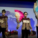 La compañía Mequetrefes inaugura el Festeaf