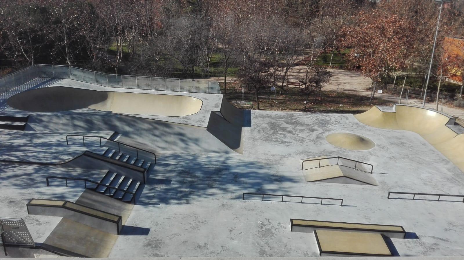 La juventud de Rivas estrena su nuevo skate park