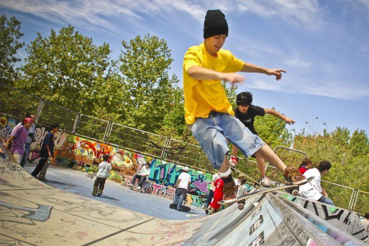 Deportes urbanos: bikers, skate y slackline