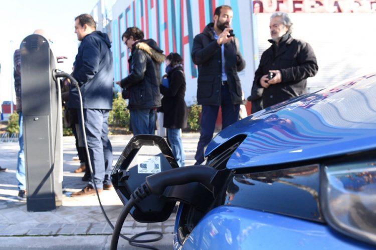 Primer punto de recarga para coches eléctricos