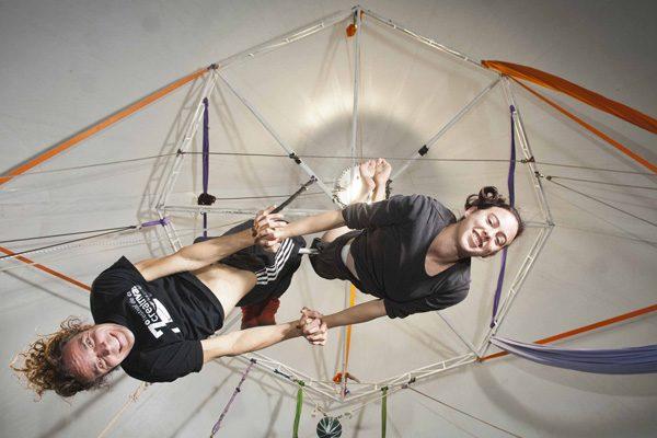 Clase gratuita de trapecio para jóvenes