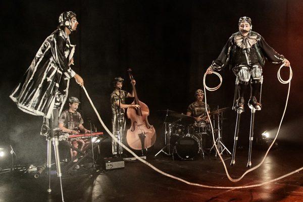 'Tuberías': teatro visual, música, danza y circo