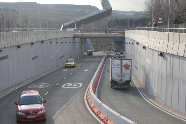 El túnel de salida a la A-3 de la avenida de los Almendros, cortado del lunes 23 al jueves 26