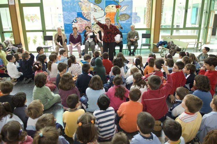 Las mayores también cuentan: narraciones para la infancia
