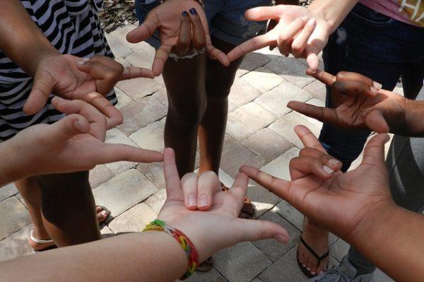 Taller gratuito de lengua de signos española