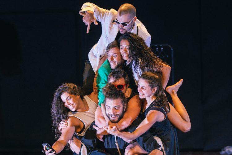 'A salto alto': las cenicientas, en circo brasileño