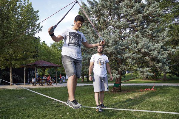 Slack park: un recorrido que ejercita el equilibrio