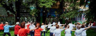 Gimnasia al aire libre para las personas mayores