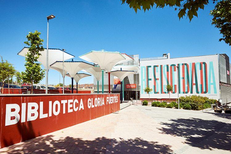 La biblioteca Gloria Fuertes reabre: solo devoluciones, préstamos e información
