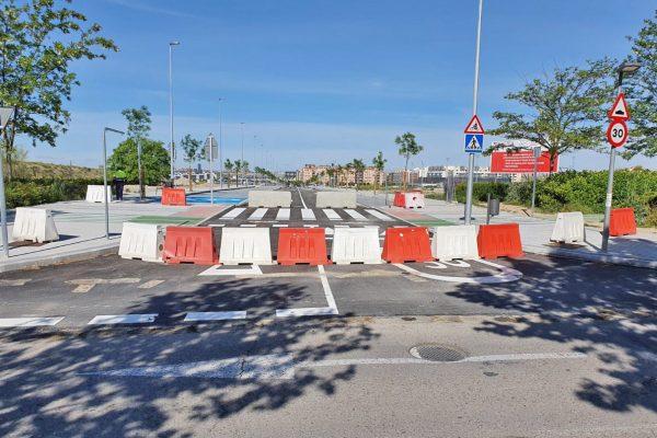 La calle Lolo Rico se cierra al tráfico para facilitar los paseos familiares