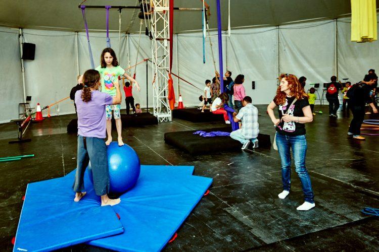 Clases de circo:telas, trapecios y más