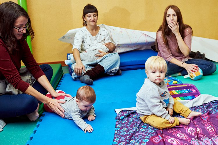 Un taller semanal sobre el posparto para mamás y bebés