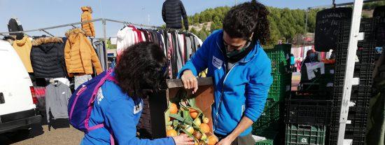 Recogida de restos vegetales en el Mercado Central, en diciembre de 2020. Con estos restos también se hace compost
