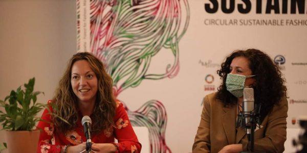 Vanesa Millán, edil ripense, durante la presentación de la Semana de la Moda Sostenible, junto a Paloma García, presidenta de la Asociación de Moda Sostenible de Madrid, promotora de las jornadas, el pasado 27 de enero.