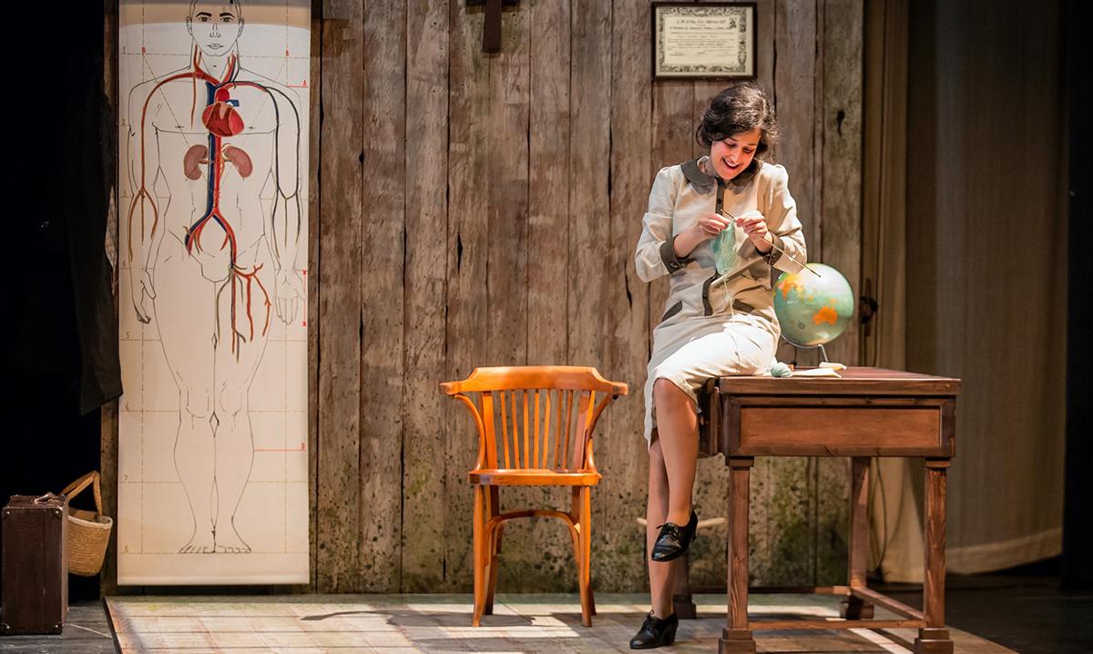 Paula Llorens adapta y representa 'Historia de una maestra'