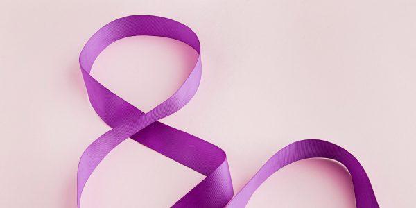 Lazos violeta: un juego sensorial en familia