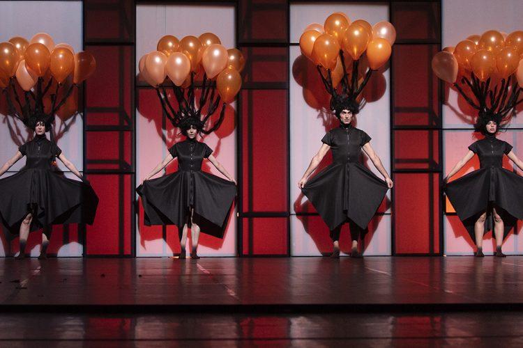 'Play': la plasticidad de la danza convertida en juego