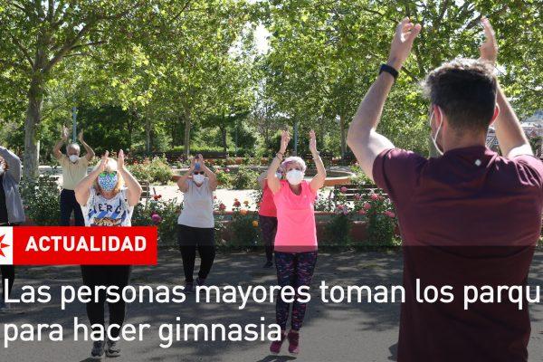Las personas mayores toman los parques para hacer gimnasia