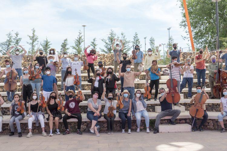 La orquesta Athanor actúa en la plaza de la Constitución