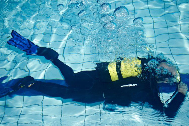 Bautismo de buceo: con bombona a la piscina