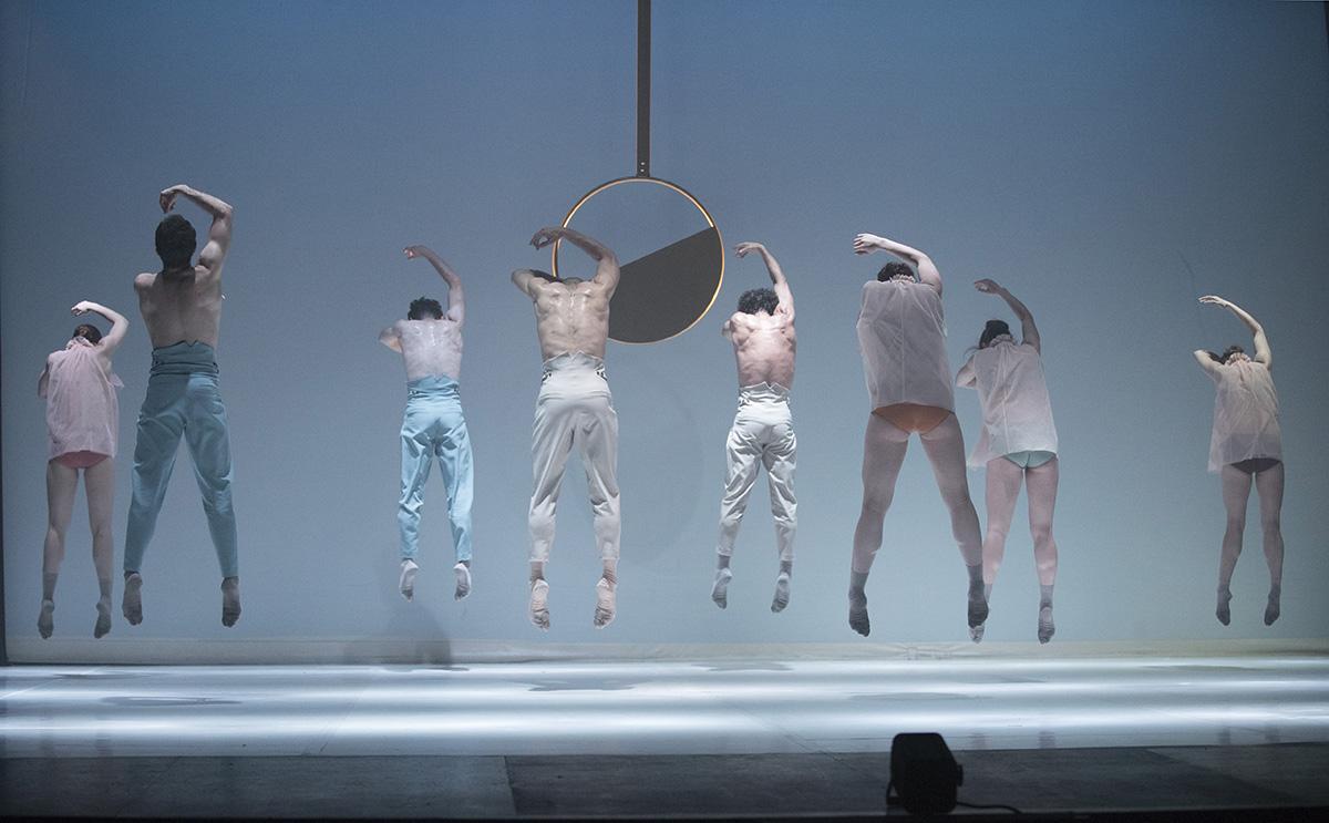 'Tempus fugit': danza neoclásica para un tiempo que vuela